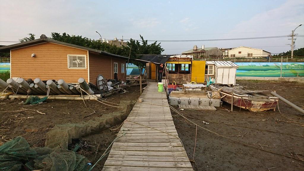 社子島至今仍存在與水共生的生活習性,房屋下面就是浮筒,適應環境是人類進步的文明根本。