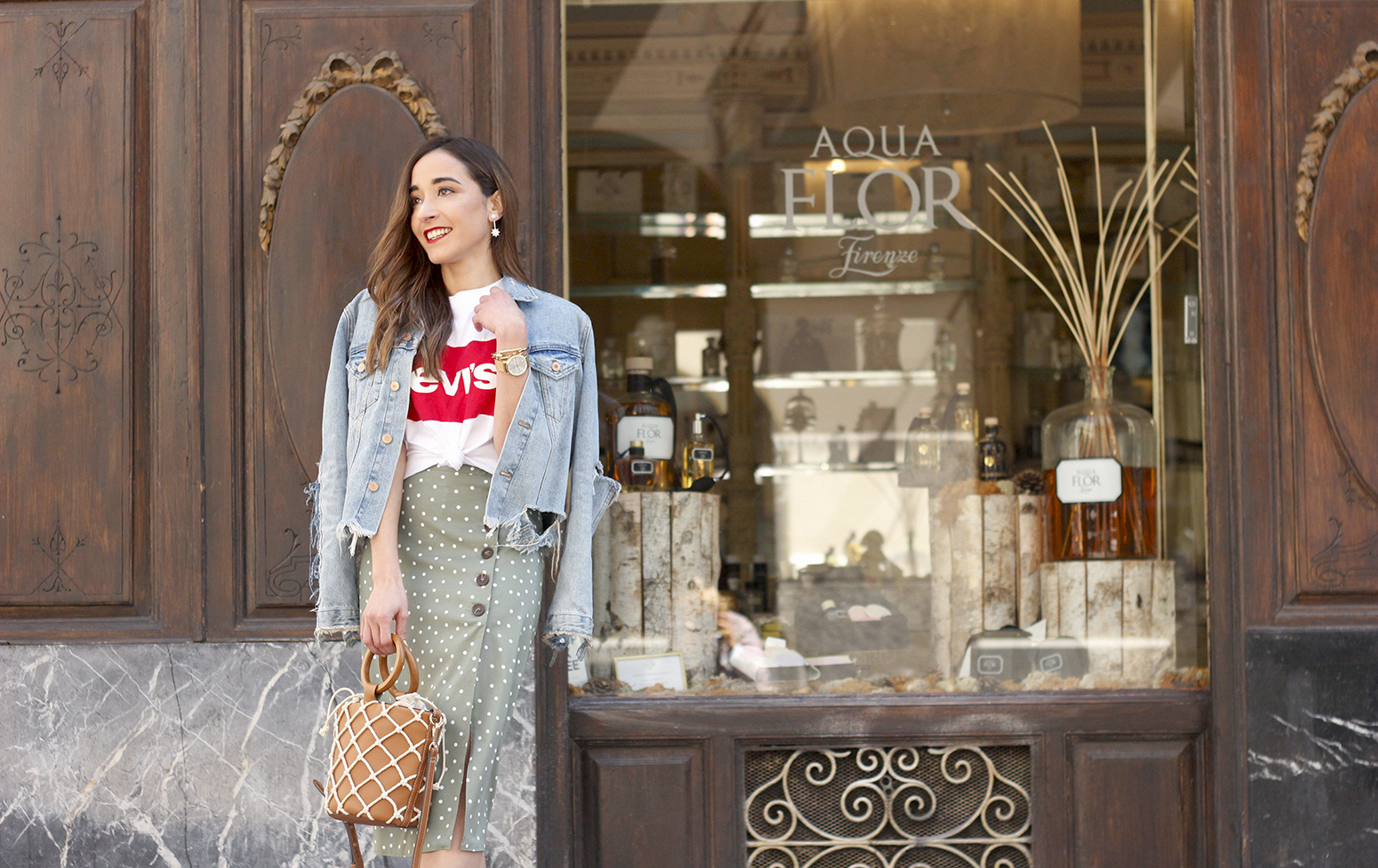 midi polka dots skirt denim jacket levis tshirt superga sneakers street style casual outfit spring 201911