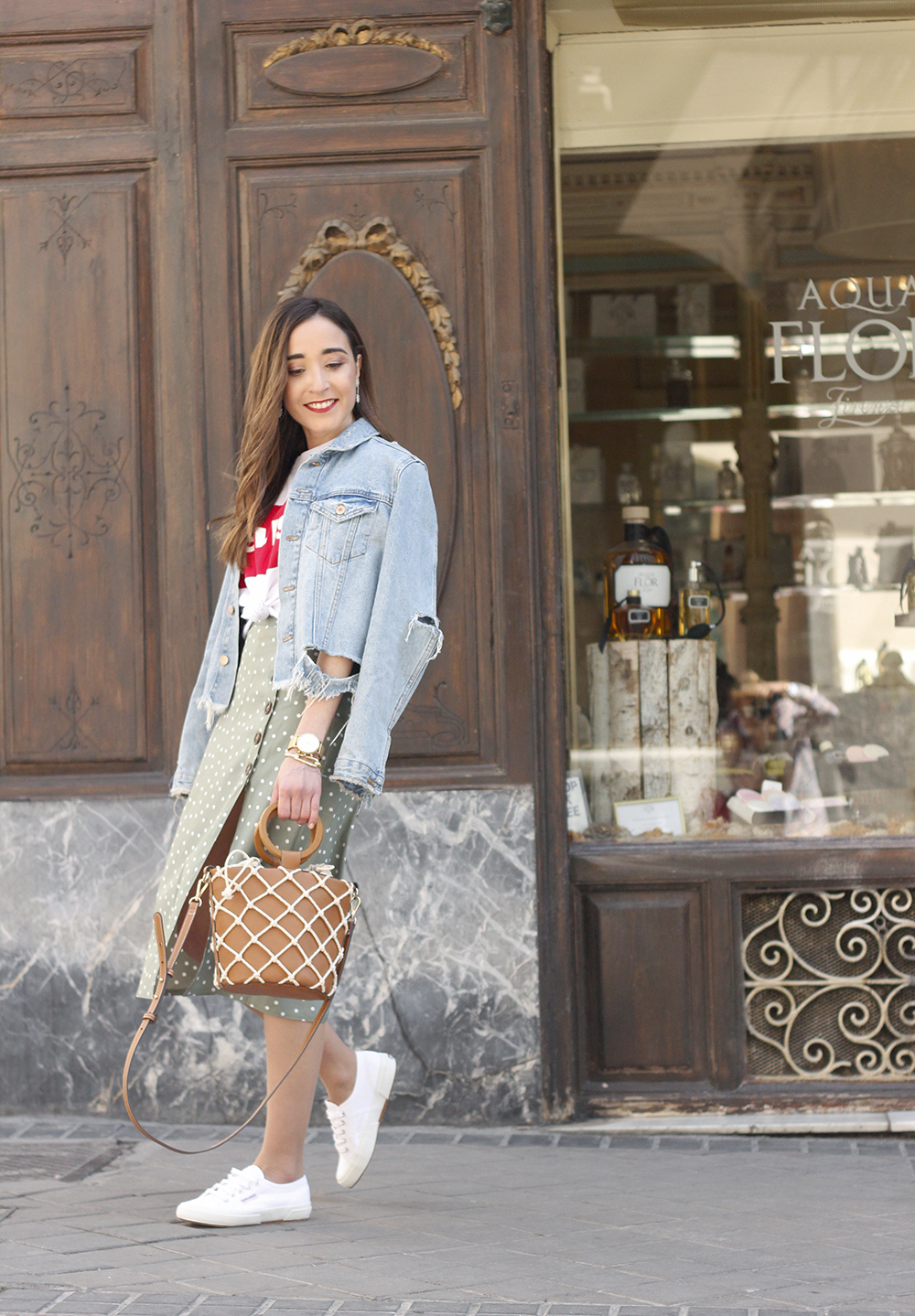 midi polka dots skirt denim jacket levis tshirt superga sneakers street style casual outfit spring 20198
