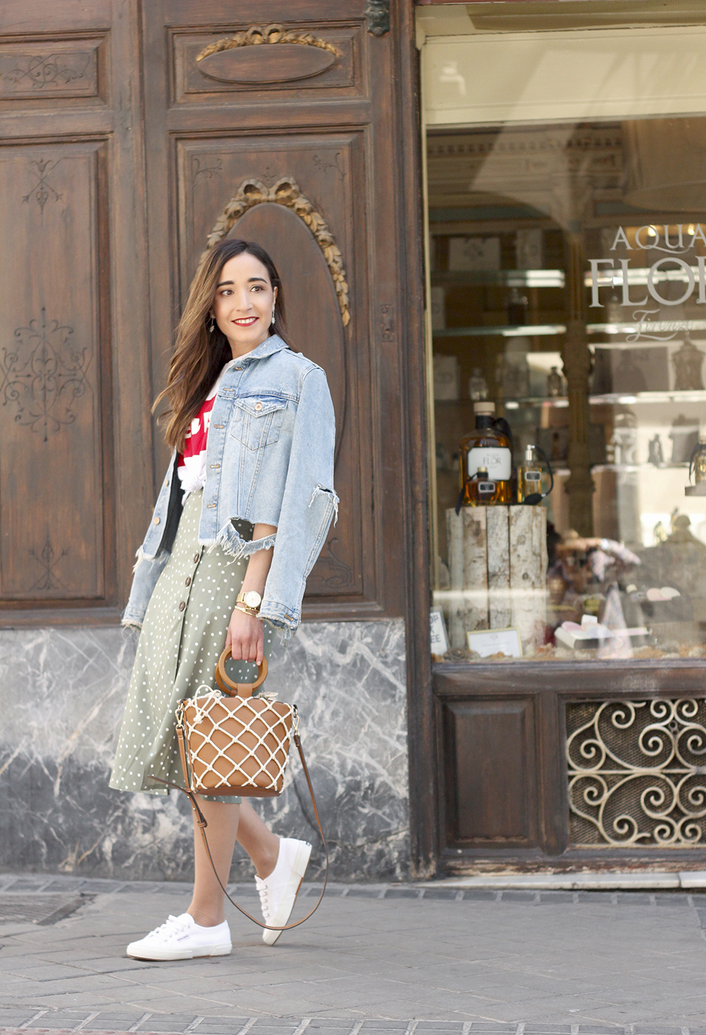 midi polka dots skirt denim jacket levis tshirt superga sneakers street style casual outfit spring 20197