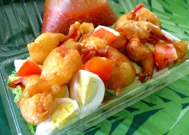Cucur udang salad