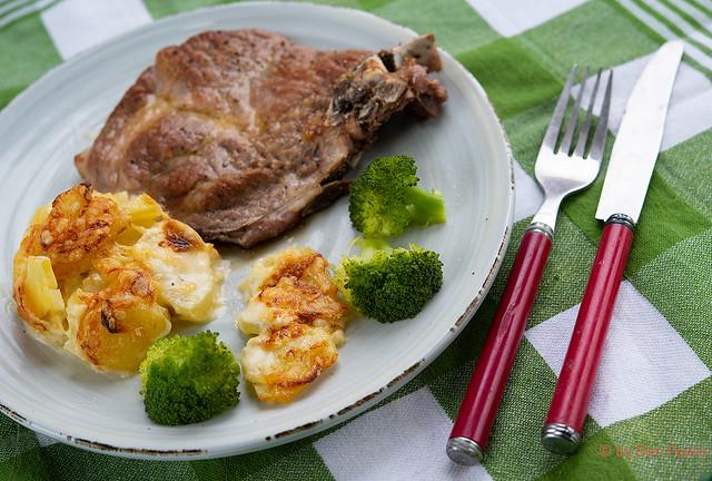 Gratin-Dauphinois-met-broccoli-en-karbonade