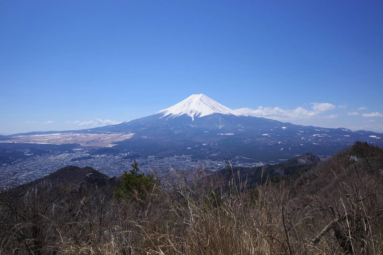 送電鉄塔からの富士山