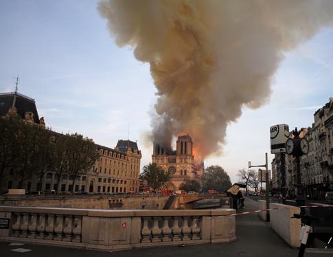 19d15 Incendio Notre Dame_0053 variante 1 Uti 485