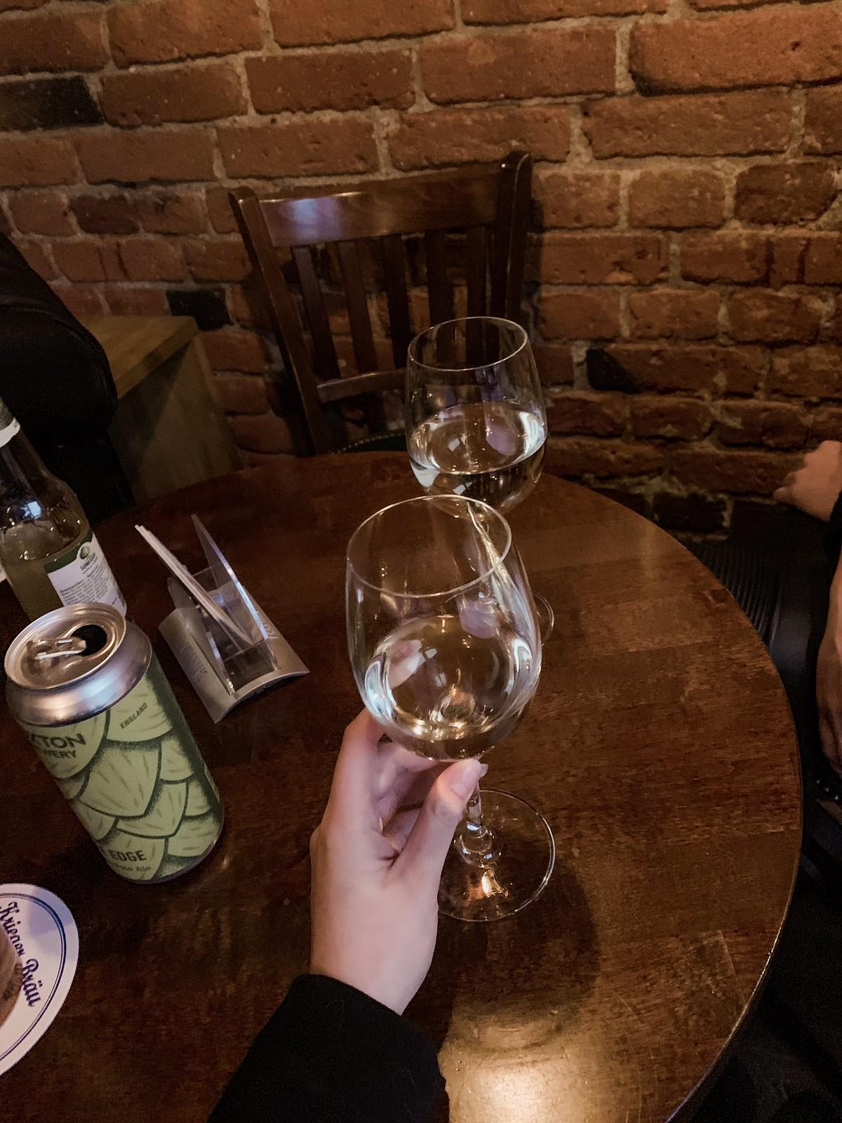 huhtikuu tiivistettynä viini
