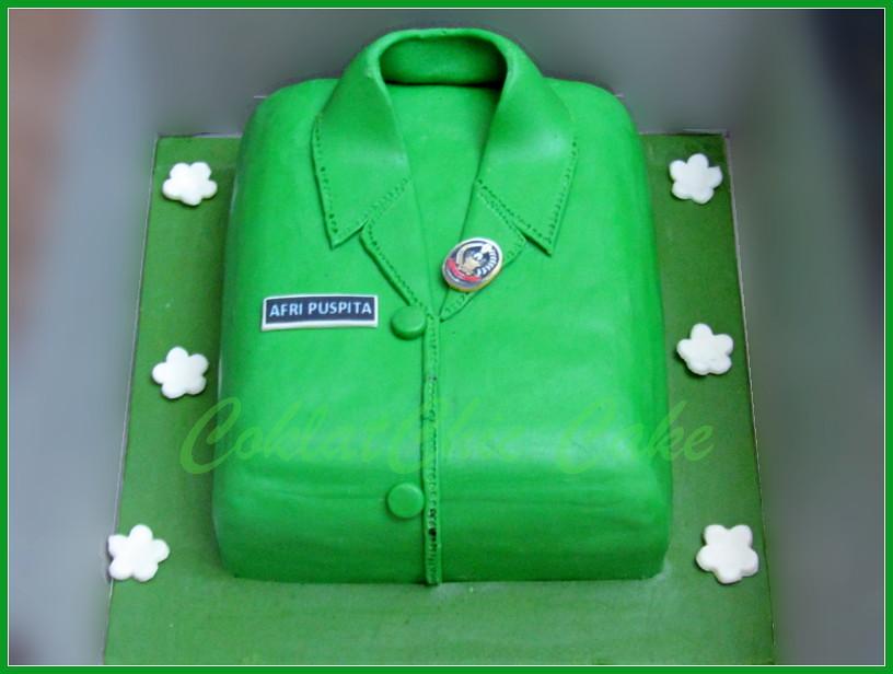 Cake Baju Seragam 18 cm