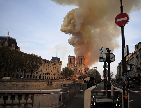 19d15 Incendio Notre Dame_0045 variante Uti 485   by jpquino