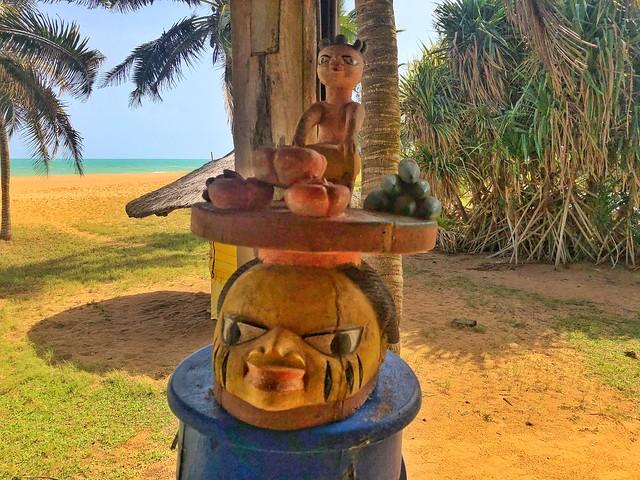 Máscara Gelede en la playa de Grand Popo (Benín)