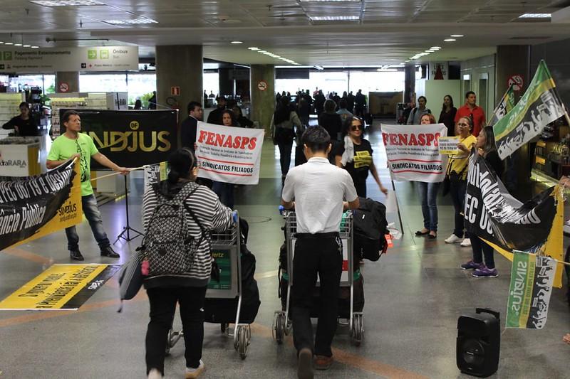 Ato no aeroporto de Brasília contra a reforma da Previdência - 16 de abril de 2019