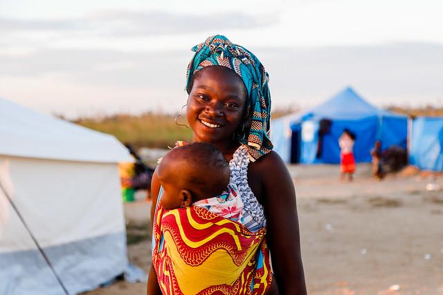 Moçambique: em meio à destruição, há vida no acampamento