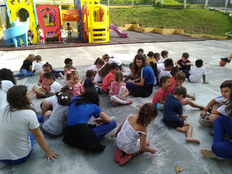 """Projeto """"Ação Solidária"""" visita a Creche Girassol"""