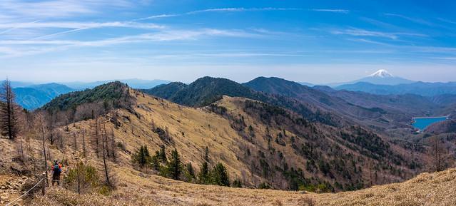 展望のより稜線・・大菩薩峠を目指す