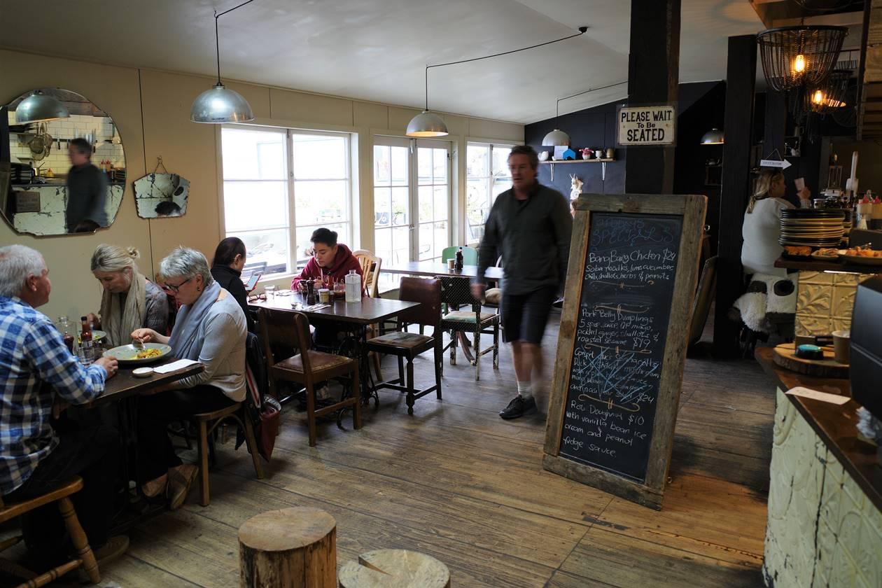アロータウンのカフェ