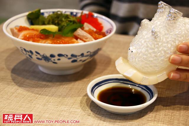 不只超美味,還散發出高貴的華麗質感?! 好吃的軟膠怪獸「壽司拉」上桌~ 上海、泰國玩具展限定版 開箱報告