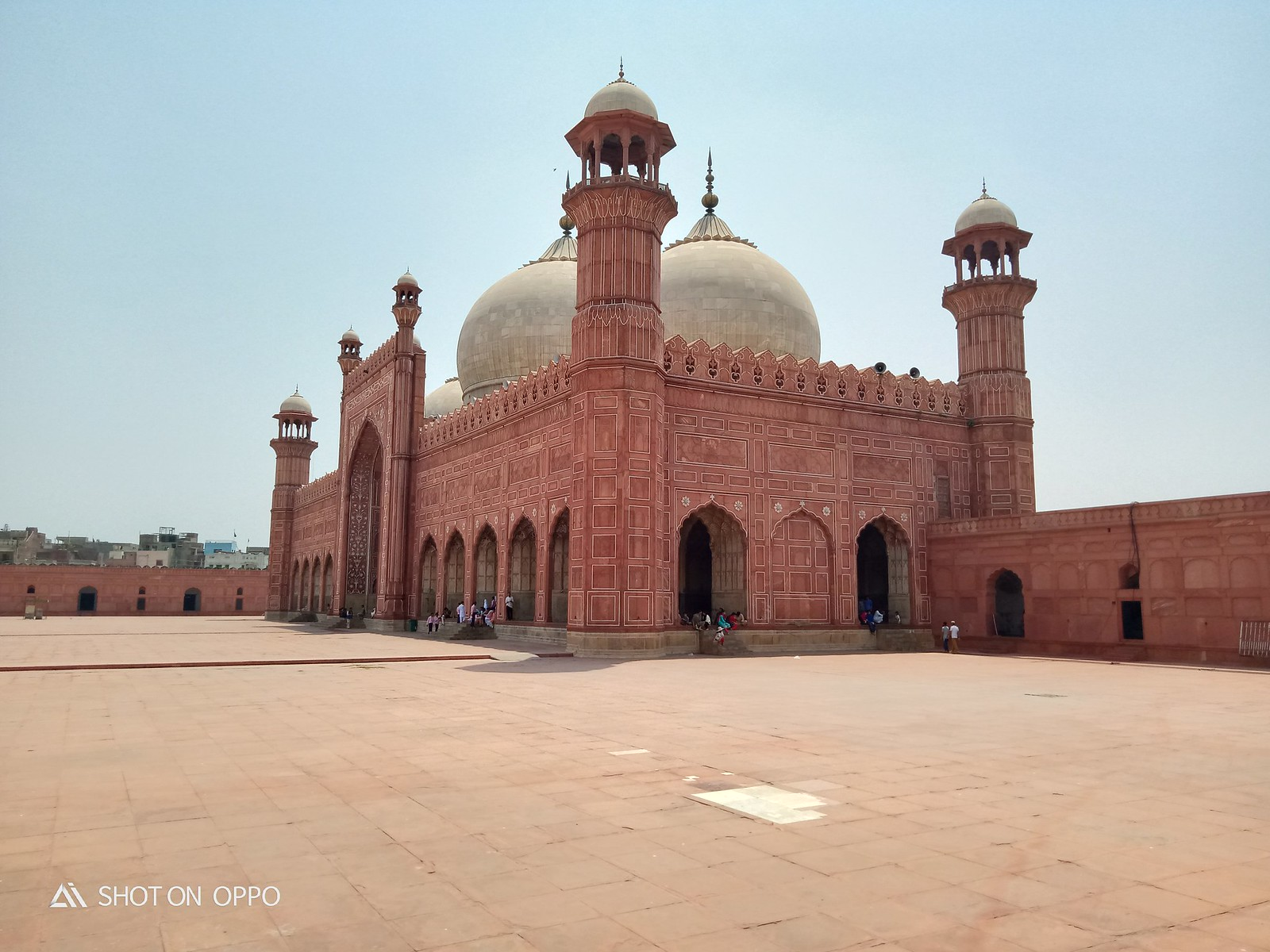 Picture of Badshahi Mosque at day with auto mode on OPPO A5s