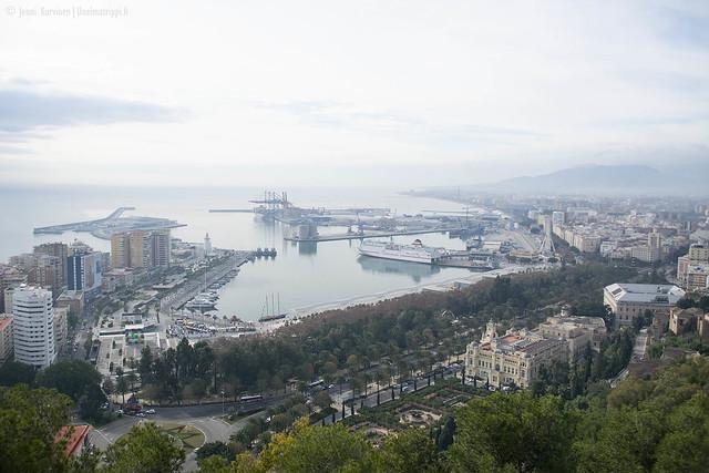 Gibralfaron linnoitukselta on hyvä näkymä Málagan satamaan