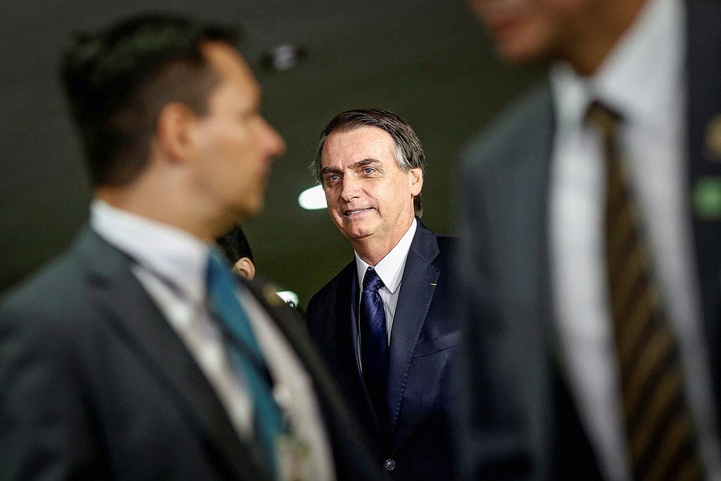 Bolsonaro quer proibir calça jeans para servidores e visitantes do Palácio do Planalto, BRAZIL-POLITICS/PENSIONS