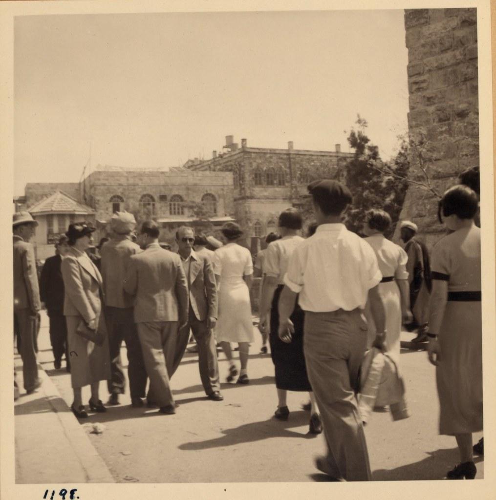 09. Еврейская молодежь (туристы) отправляется к Стене Плача, 26 марта