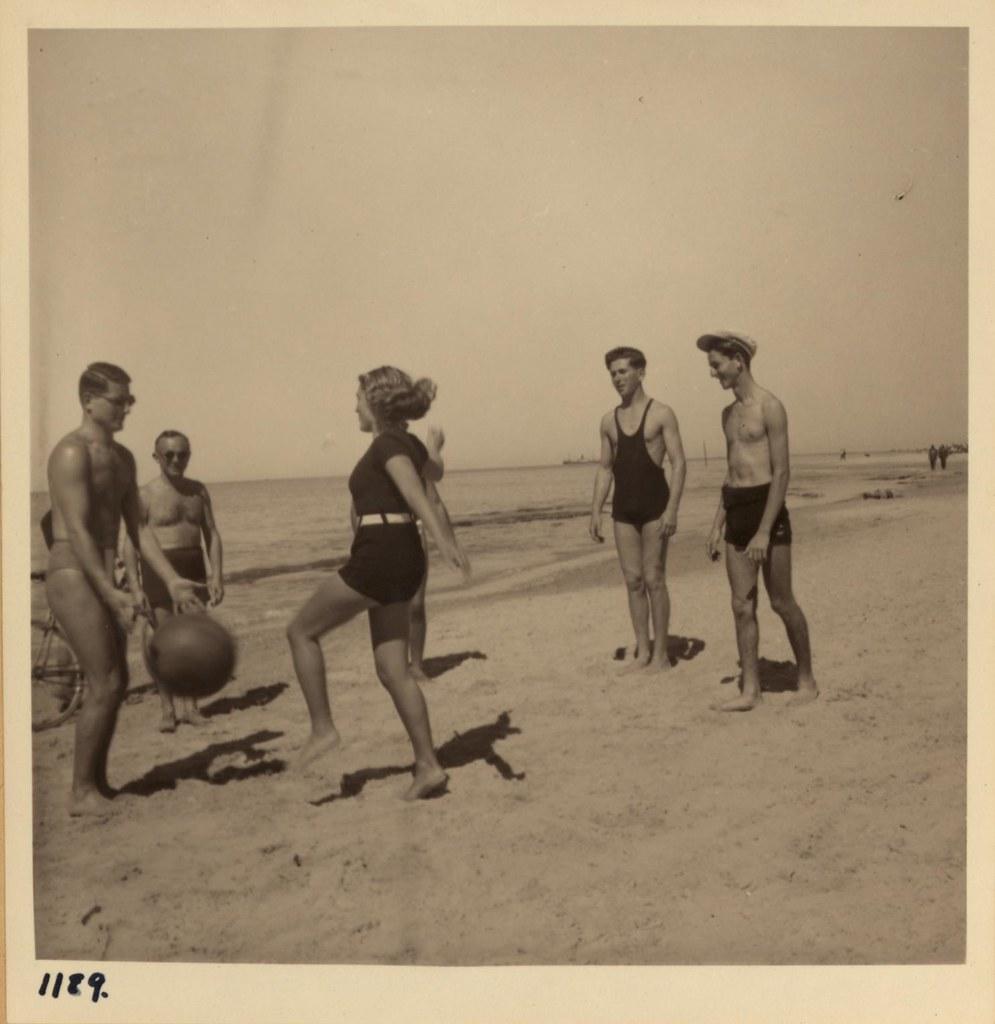 05.  Игра в мяч, Тель-Авивский пляж, 2 марта