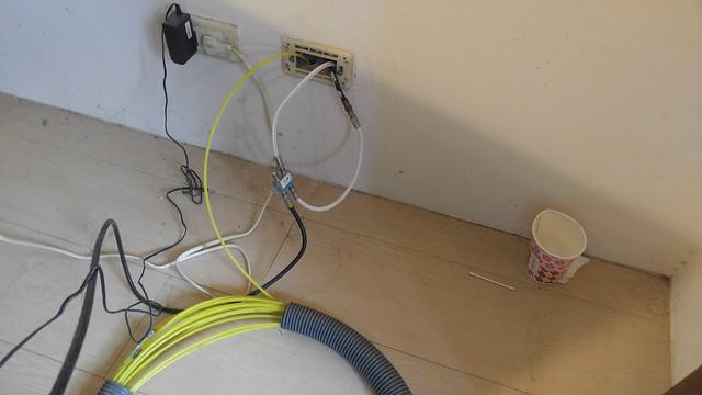 請水電師傅拉了 5/6 樓大廈公寓的網路線 (暗管)