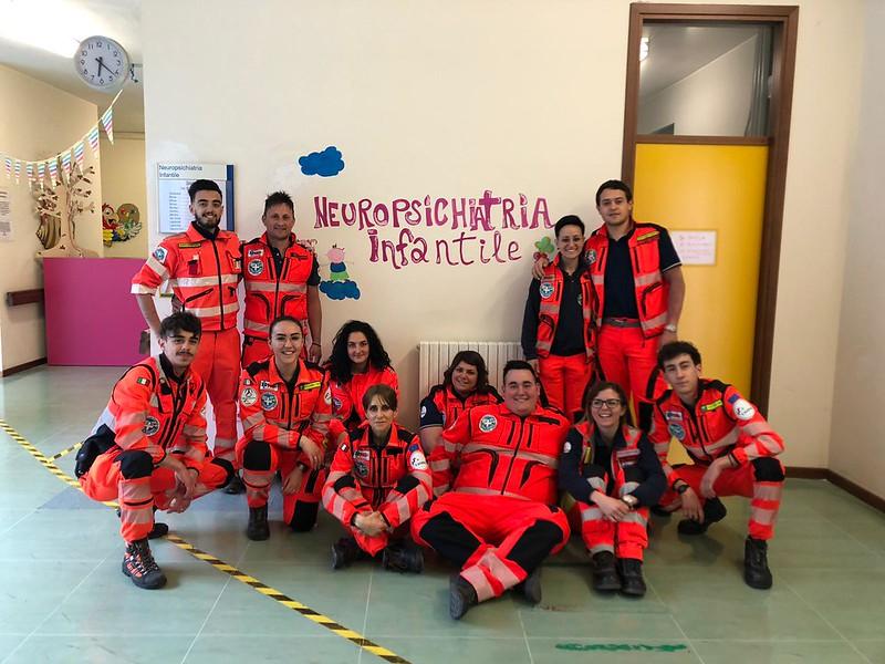 Teramo, la visita dei volontari della Croce Bianca all'unità operativa di Neuropsichiatria dell'infanzia