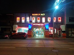 Bloor Street 24/7 Fitness #toronto #dundasstreetwest #bloorstreetfitness #bloorstreetfitnessandboxing #night #lights