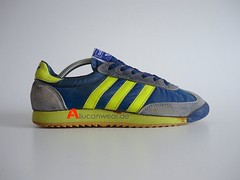 VINTAGE ADIDAS JOGGING RUNNING SPORT SHOES