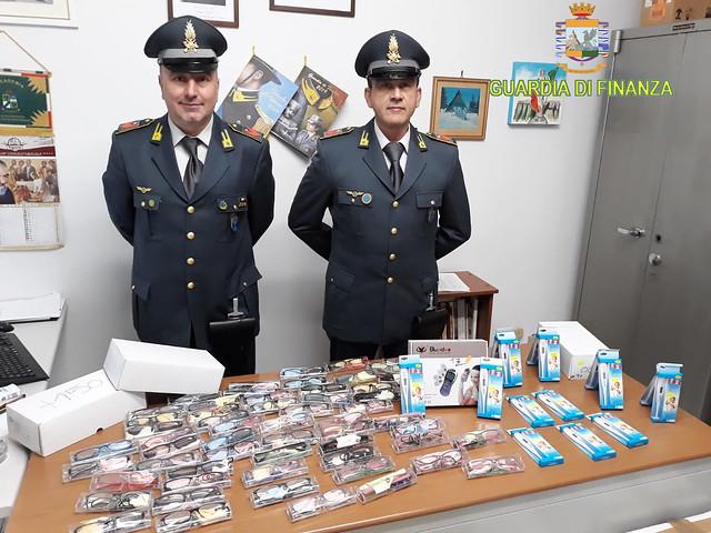fiamme gialle sequestrano milioni di articoli contraffatti