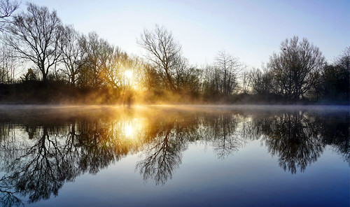 daisynook countrypark sammysbasin sunrise reflection water beautiful tranquil still symmetry failsworth manchester uk oldham mist spring morning mirrorimage crepuscularrays phenomenon remarkable experience