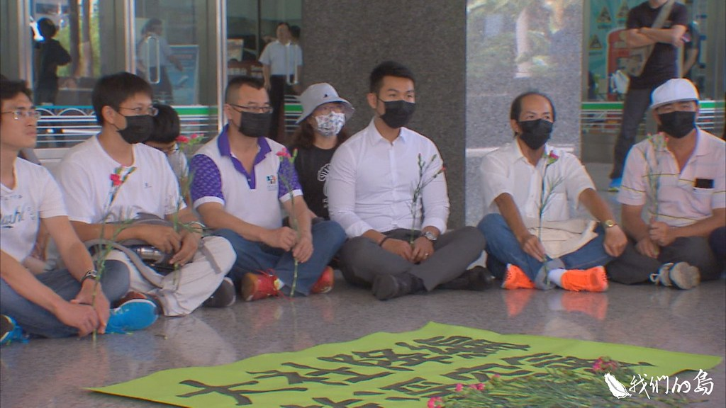 3月22日,大社居民、環團及廠商代表,一起到都委會現場,等待大社工業區降編案的決議