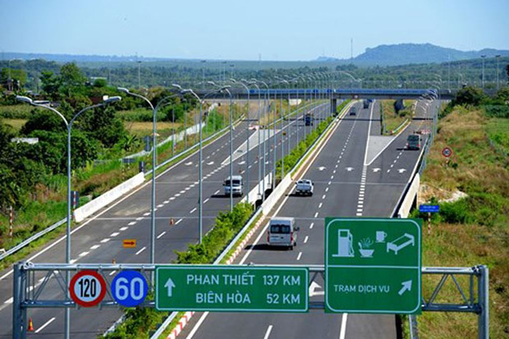 Từ vị trí NovaWorld Phan Thiết kết nối với cao tốc chỉ 10 phút đi xe.