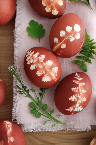Natural dyed eggs and napkins