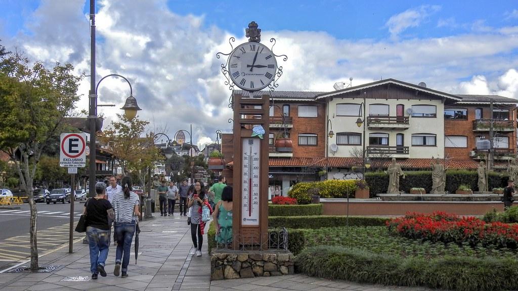 Termômetro e relógio (série com 2 fotos)