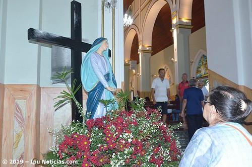 Sexta-feira da Paixão: em Ipu católicos lotam igreja Matriz de São Sebastião