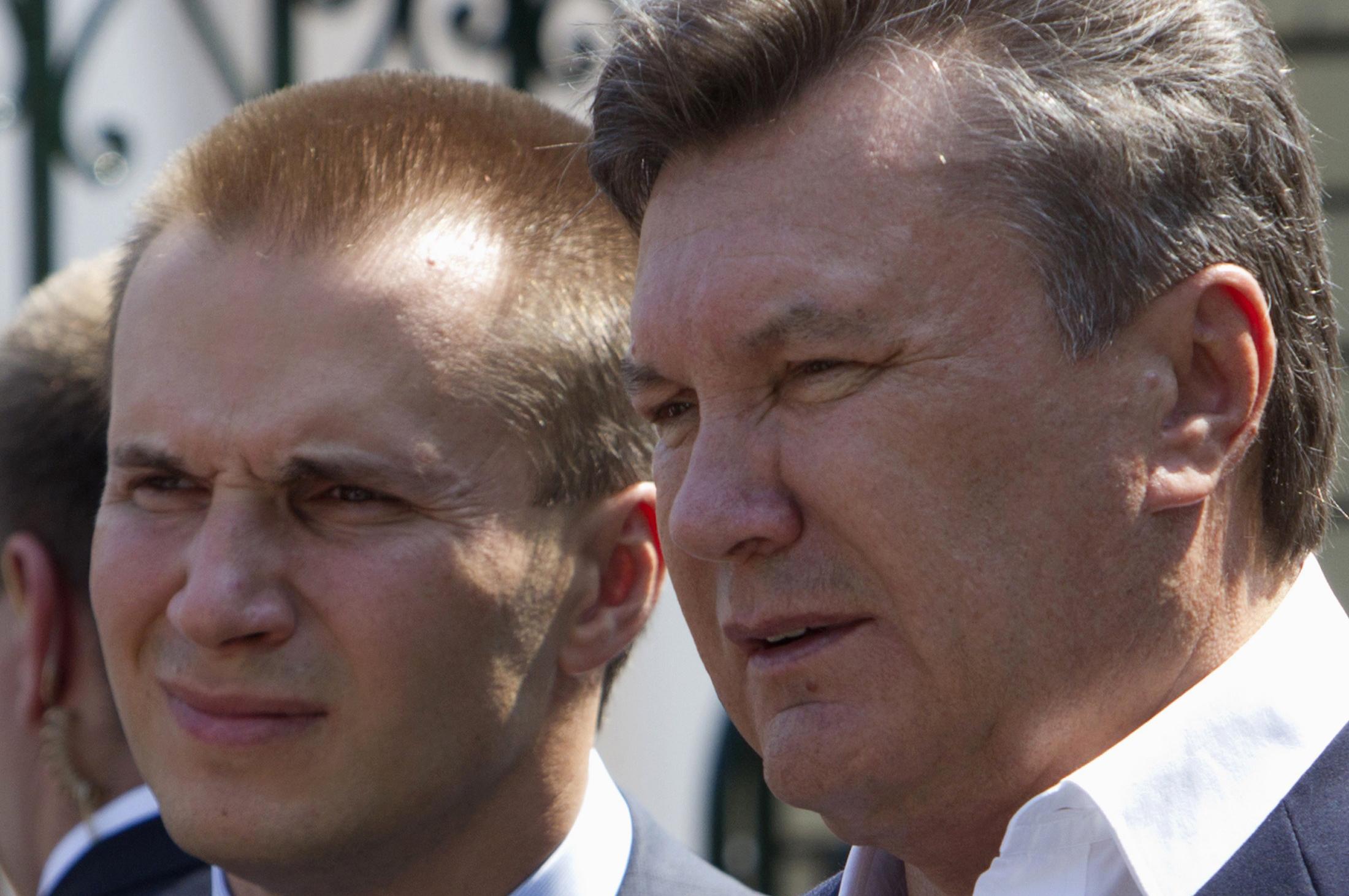 Александр и Виктор Янукович-старший