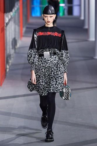 Louis Vuitton Womenswear Fall/Winter 2019/2020 24