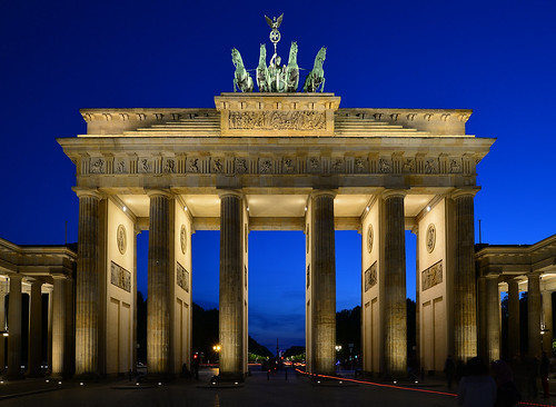 germany deutschland berlin brandenburger tor gate pariserplatz city architecture architektur light blue hour blaue stunde night nacht nachtaufnahme noche nuit notte noite ©allrightsreserved