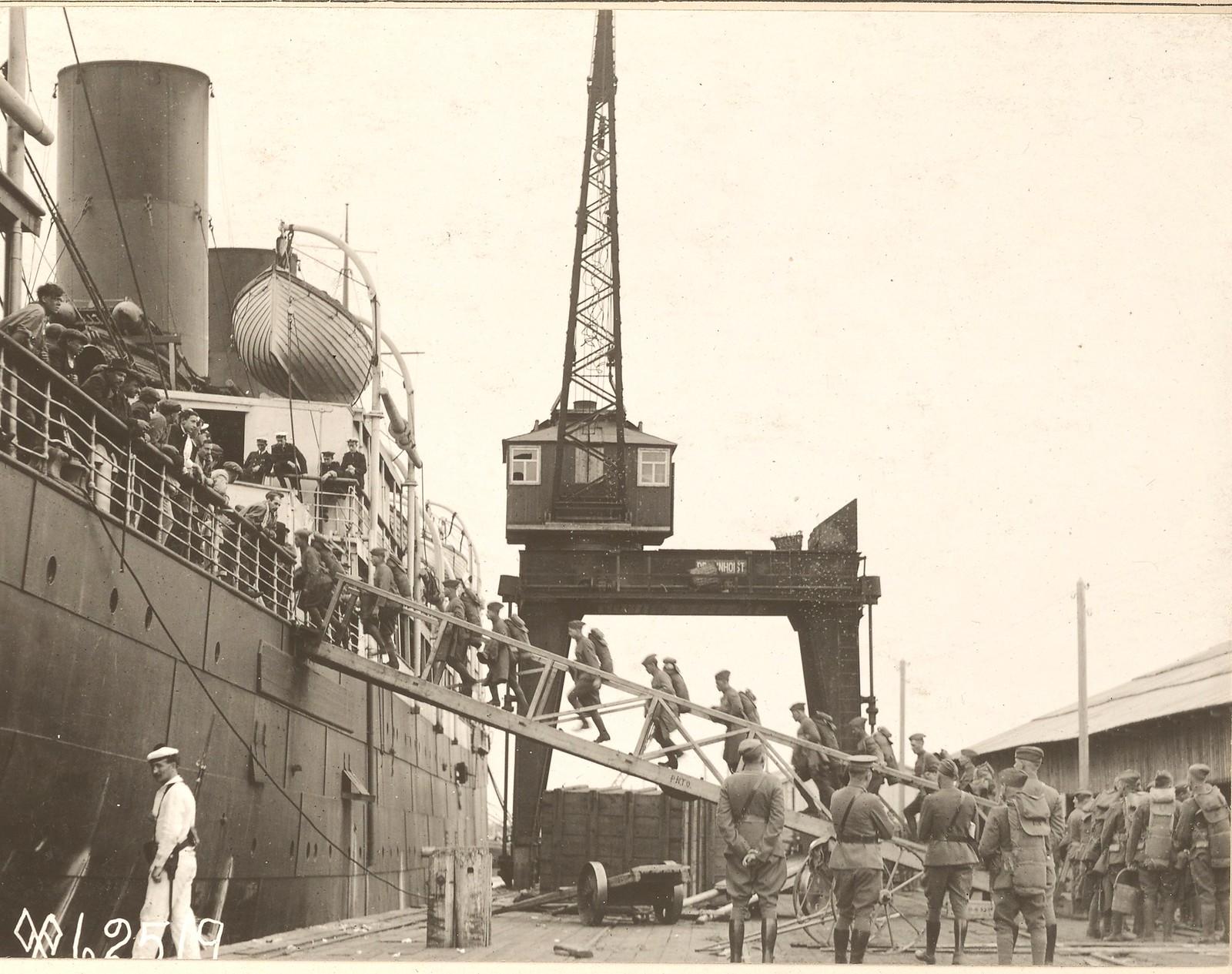 08. Отряд 3-го штаба батальона, посадка на борт британского транспорта Царь в Экономия