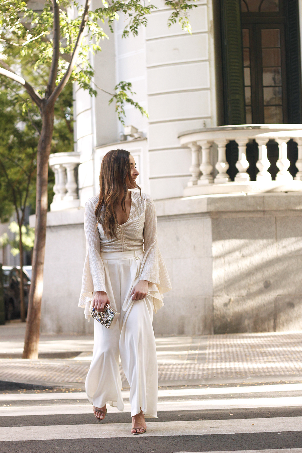 look de invitada lola casademunt white palazzo pants golden top street style outfit 20194