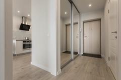Прихожая, коридор в кухню-гостиную