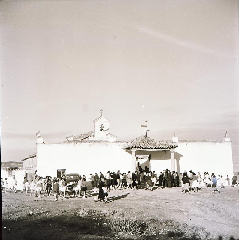 Procesión de la romería de la ermita de la Virgen de la Guía en los años 50. Fotografía de Victoriano de Tena Sardón