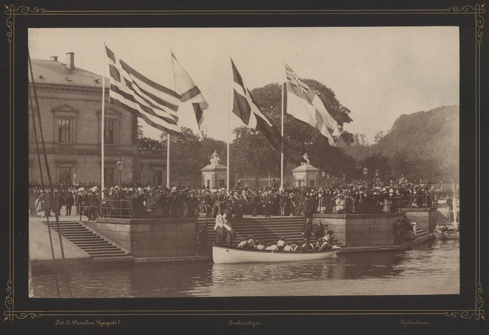 1885. Император с семьёй посещает Копенгаген