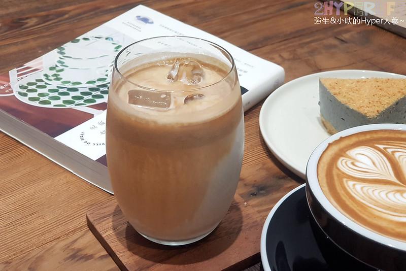 46937603775 b4058a5449 c - J.W.xMr.Pica│近期人氣超高的質感咖啡店,同時有好喝咖啡和生活選物!近審計新村呦~