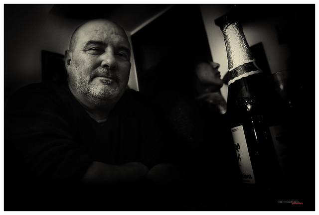 Retrato sombrío con sidra El Gaitero
