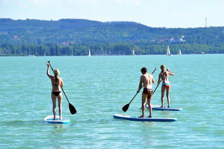 Koho už nebaví trávit v létě čas válením se na břehu přehrad, rybníků či řek, a přitom bez vodních radovánek nemůže být, má příležitost se oddat aktivním, dnes velmi oblíbeným vodním sportům, jako je paddleboarding, ...