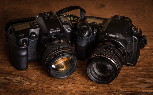 Canon EOS-D60 (2002) / Canon EOS-10D (2003)   by maoby