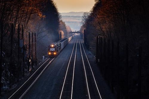 emdsd40e ns538 ns6308 nspittsburghline pennsy pennsysignal sunset coaltrain dusk helperset lowlight railroad trains cassandra pennsylvania unitedstates