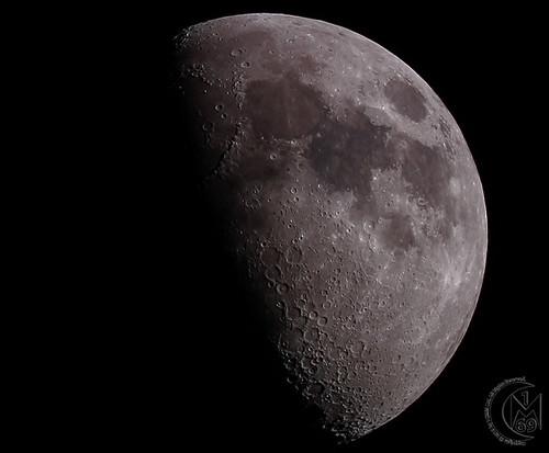 59.3% First Quarter Moon [2019.05.12]
