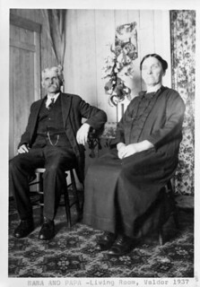 """""""Mama"""" and """"Papa"""" sitting on chairs in their living room, Val-d'Or, Quebec / « Maman » et « Papa » dans leur salon, Val-d'Or (Québec)"""