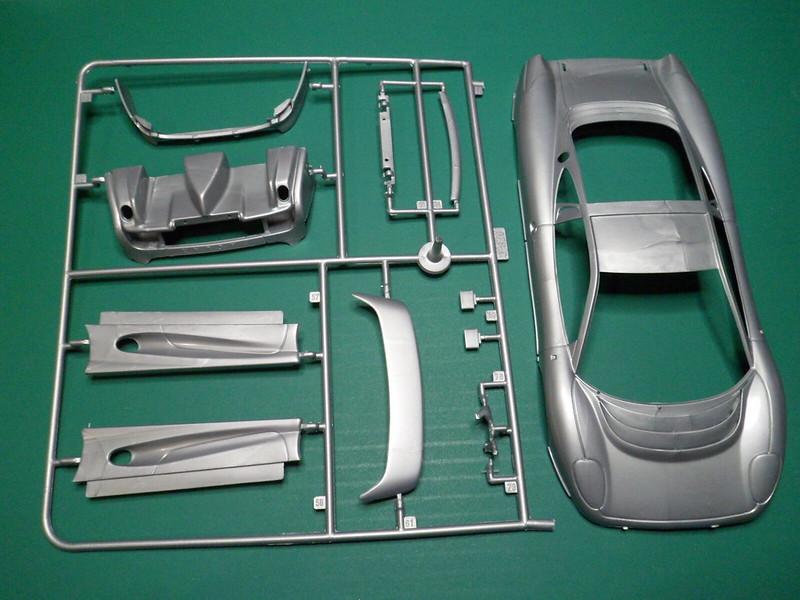 *Montage pas-à-pas* Jaguar XJ 220 [Revell 1/24] 46955024025_ea595556b3_c